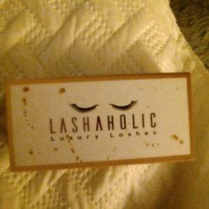 New lashaholic lashes